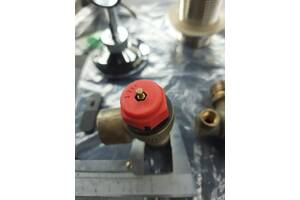 Клапан перепускной 3 бар. кран на котел. Два верха Сифон умывальника. Крепление настенное для душевой лейки