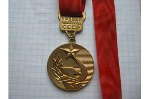 Медаль Тренер Чемпіона СРСР (Шейная), Броза-Позолота. Стрічка-Муарова.