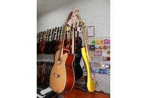 Стойка Maestro на триноге (для двух-трех гитар)