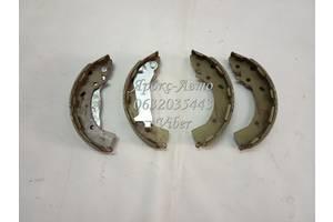 Комплект тормозных колодок HYUNDAI (пр-во Mobis) Колодки тормозные стояночного тормоза барабанные (пр-во