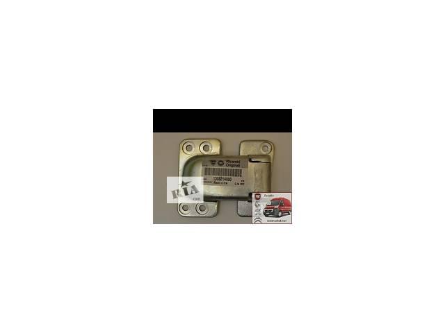 купить бу Навес двери, петля с высоким  Пежо Боксер Peugeot Boxer 1308214080 в Яготине