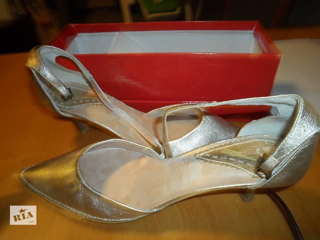 продам Новые испанские золотистые туфли 38-39 р  бу в Киеве