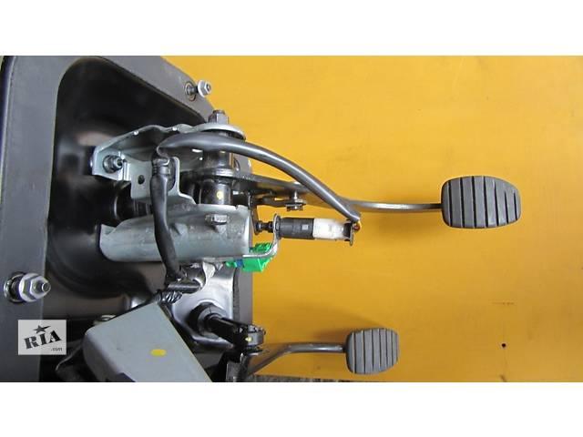 продам Педаль, педали, комплект педалей Opel Vivaro Опель Виваро Renault Trafic Рено Трафик Nissan Primastar бу в Ровно