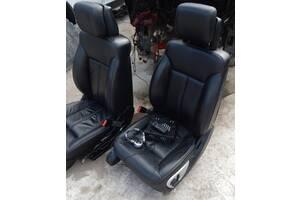 Передние сидения с мониторами блоком мультимедиа наушникаим и пультом Mercedes GL 550 X164