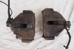 правий передній суппорт  Volkswagen LT35 2002р на фольксваген лт 35 права та ліва сторона оригінал комплектний гарантія