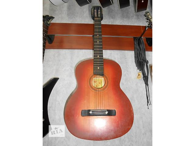 продам ( 1382 )  Прекрасная гитара и ее Видео Обзор черниговской музыкальной фабрики в отличнейшем состоянии! бу в Чернигове