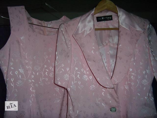 бу продаётся красивый, розовый, почти новый ( одевался 1 раз на выпуск ), очень женственный, нежный, нарядный костюм, 38 ра в Киеве