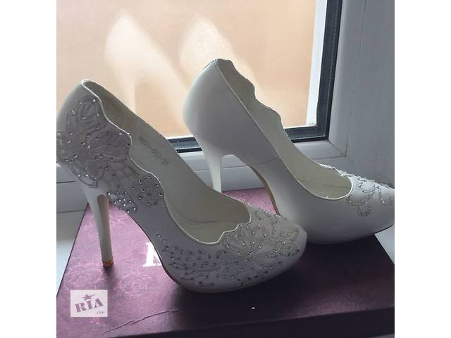 бу Продам кожаные свадебные туфли Коrona размер 35 в Борисполе