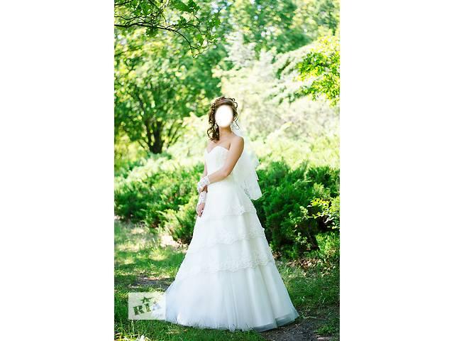 Продам красивое свадебное платье + перчатки + подъюбник  Эта модель идеально подчёркивает фигуру и придает роскошный вид- объявление о продаже  в Харькове