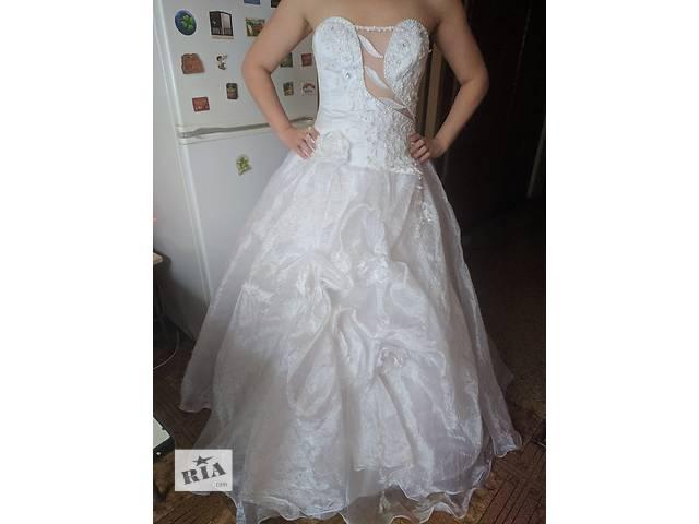 бу Продам свадебное платье с фатой,кольцами+ожерелье в Киеве