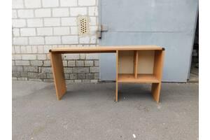 Стол письменный и стулья офисные