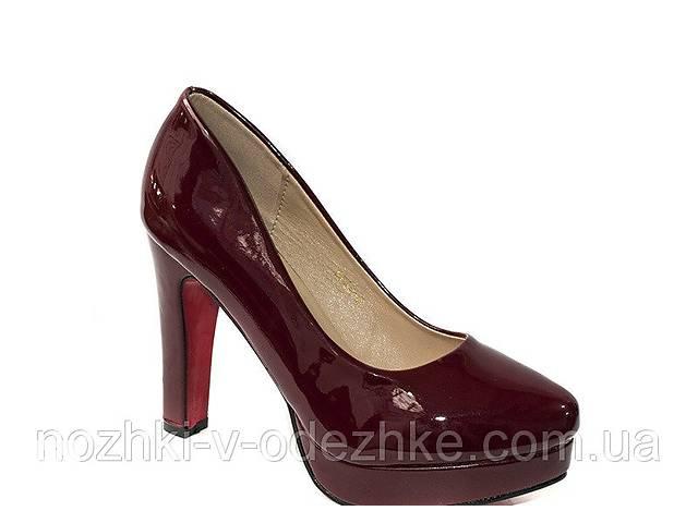 продам Молодежные нарядные бордовые лаковые туфли на высоком каблуке стрипе 40 бу в Дубно