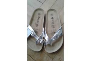 Жіночі сандалі