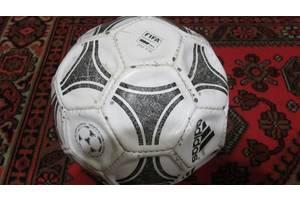 б/в Футбольні м'ячі Adidas