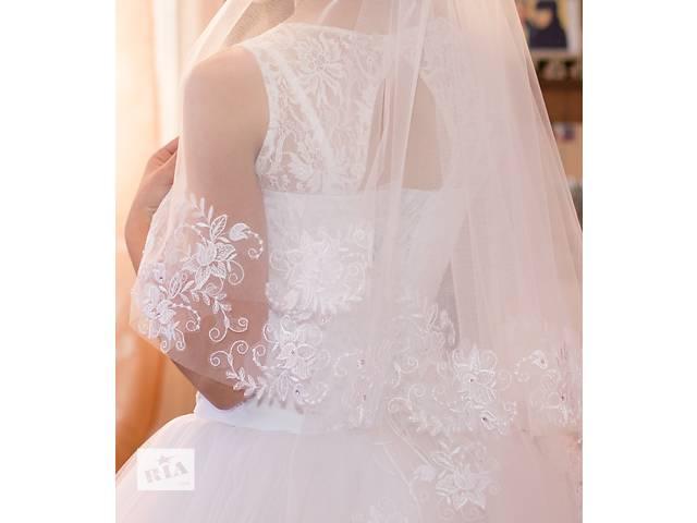 продам Сукня одягнута один раз, не рвана, кольору не втратила бу в Сарнах (Ровенской обл.)