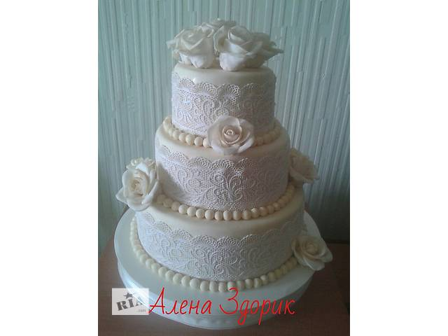 Свадебный 3-х ярусный торт  цвета айвори с белым кружевом и белыми розами- объявление о продаже  в Киеве