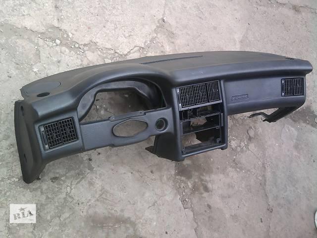 бу  Торпедо/накладка для легкового авто Audi 80 в Жидачове
