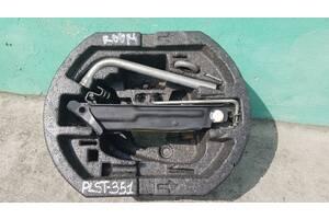 Skoda Roomster 2007 - ящик домкрат ключ гак органайзер комплектний
