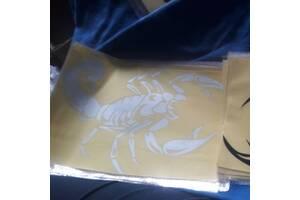 Виниловая наклейка для машины 3D скорпион 30 см. Наклейка на авто, белый