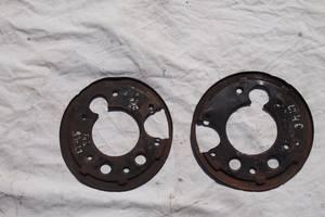 захистний кожух задн тормозного диску для Mercedes416 2003 рв на спрінтер спарка та лт46 задні диски підмеханізм ручника