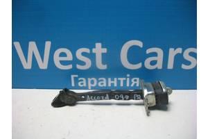 Б/У Ограничитель передней правой двери Accord 2008 - 2012 . Вперед за покупками!