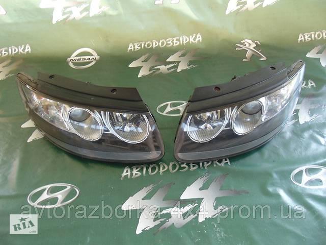купить бу Б/у фара передняя фары LR левая правая Hyundai Santa FE Хюндай Санта Фе 2.2 crdi 2006 г. в. в Ровно