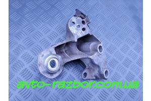 Б/у Кронштейн подушки двигателя правый на Volkswagen VW Passat B5, Audi A4 (B5) A6 (C5) 94-05
