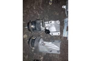 Б/у подушка мотора для Infiniti M45/M35  2WD