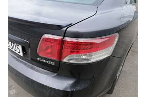 Фонарь задний правый внешний Toyota Avensis T27 2009-2014