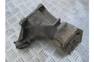 Кронштейн МКПП правый 4A0399114F для Audi 100 C4