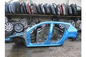 Четверти автомобиля Mazda 3