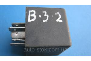 б/у Реле стеклоочистителя Volkswagen Passat B3