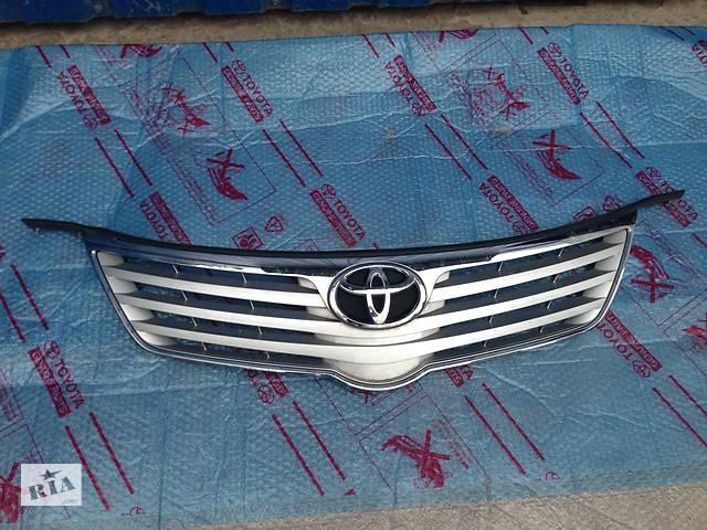 купить бу Решітка радіатора Toyota Avensis в Києві