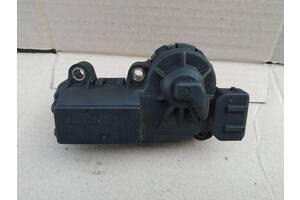 Шаговый двигатель моноинжектора Volvo 440 91-96 на 4 контакта