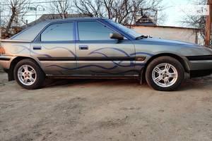 Mazda 323  1990